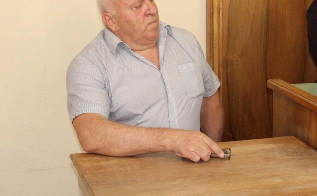 Silvo Plačič je ob branju sodbe jokal in zmajeval z glavo. FOTO: Tanja Jakše Gazvoda