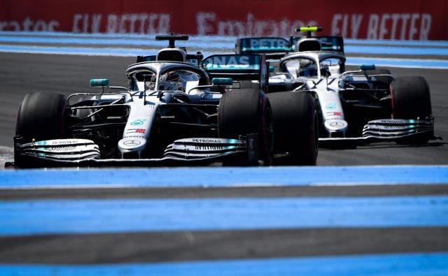 Mercedesova dirkača Lewis Hamilton in Valtteri Bottas bosta vroča kandidata za zmago tudi na veliki nagradi Francije. FOTO: AFP