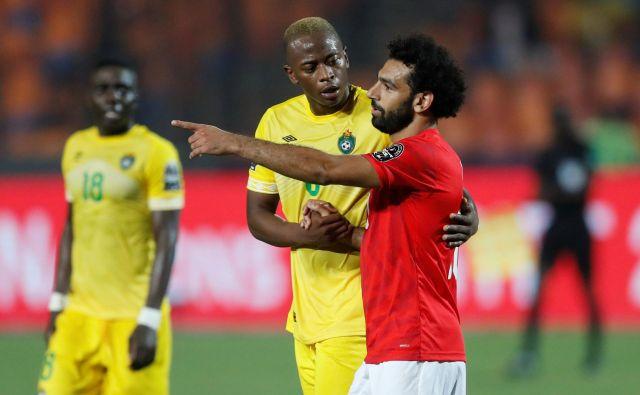Mohamed Salah (desno) po zmagi gostiteljev nad Zimbabvejem. FOTO: Reuters