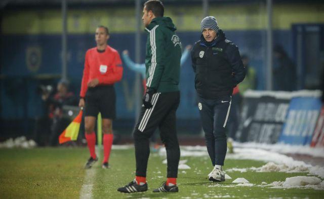 Primož Gliha (desno) med kvalifikacijsko tekmo novembra 2017 v Domžalah, kjer je tedaj gostovala Francija. Slovenija je na povratni tekmi kot zadnja doslej odščipnila točko Francozom. FOTO: Uroš Hočevar