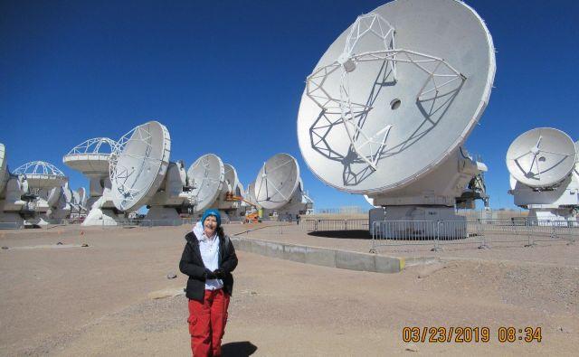 Marija Strojnik Scholl pri observatoriju na planoti Atacama na nadmorski višini 5100 metrov. Foto Arhiv M. S. C.