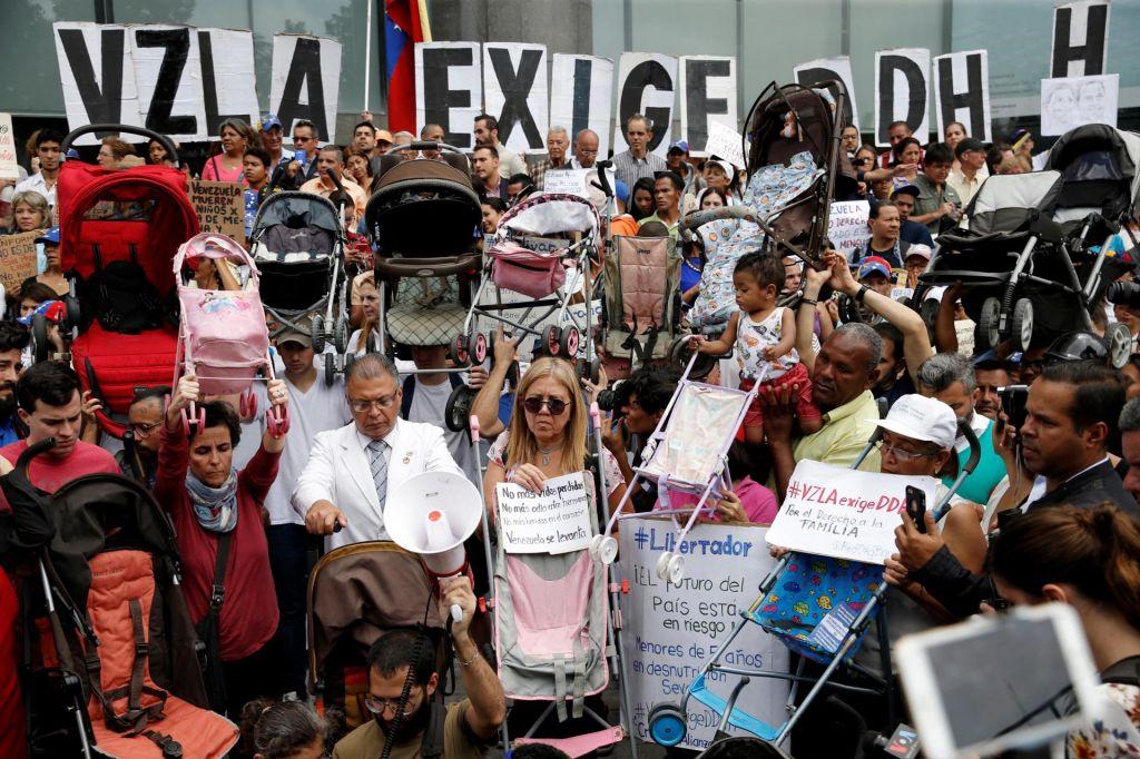 Venezuelci zahtevajo spoštovanje človekovih pravic ob obisku Michelle Bachelet