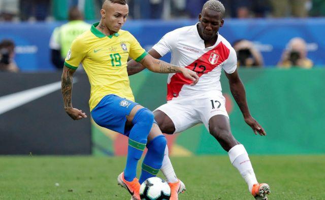 Everton igra na levem krilu Gremia iz mesta Porto Alegre. FOTO: Reuters