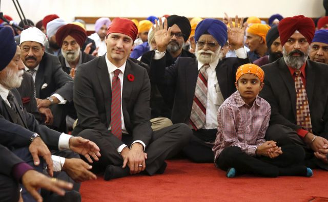 Kanadski premier Justin Trudeau na obisku pri sikhovski skupnosti v Otavi. FOTO: Reuters