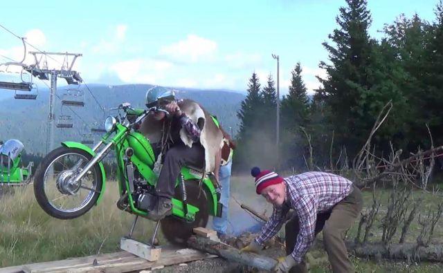 New way to cut firewood so Vrličev spot poimenovali v ZDA. FOTO: osebni arhiv<br />