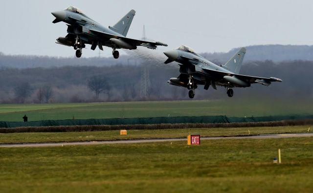 Nemška eurofighterja. Fotografija je simbolična. FOTO: Patrik Stollarz/AFP