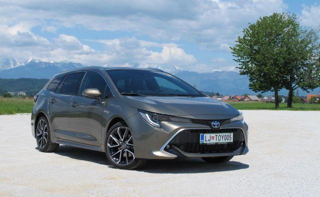 Toyota corolla TS ima nizko težišče, zato se tudi vozi dobro. FOTO: Blaž Kondža
