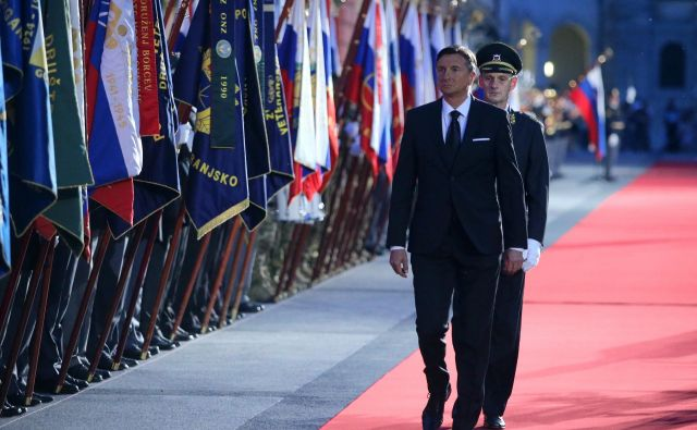 Predsednik Borut Pahor je Slovence doma in po svetu že ob začetku nastopa pozval k vznesenosti. FOTO: Jože Suhadolnik/Delo