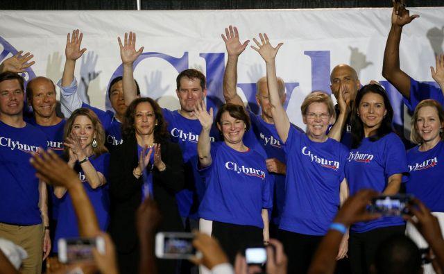 Del demokratskih kandidatov, med njimi pa vse kandidatke: Marianne Williamson, Kamala Harris, Amy Klobuchar, Elizabeth Warren, Tulsi Gabbard in Kirsten Gillibrand. Foto: Reuters