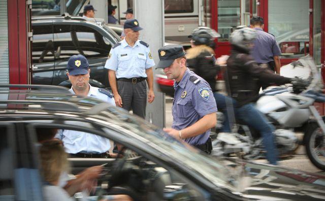 Tako kot na slovensko-hrvaški meji bosta Slovenija in Italija uvedli skupne policijske patrulje. Kdaj bo podpisan izvedbeni sporazum, ki bo osnova za skupno patruljiranje, še ni jasno, menda enkrat v prihodnjih dneh. FOTO: Jure Eržen/Delo