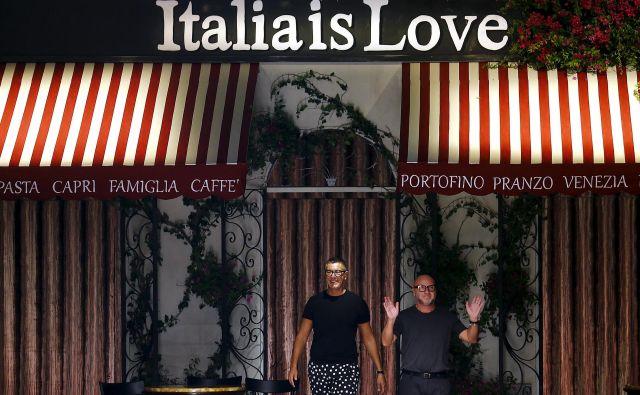 Stefano Gabbana (desno) in Domenico Dolce modo jemljeta s smehom. Foto Reuters