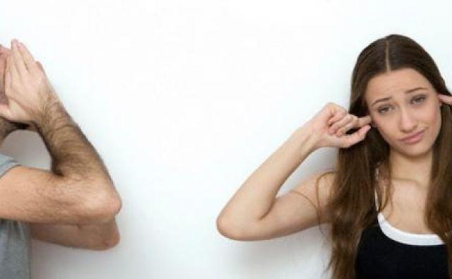 Kako drugemu pokazati, da nas pogovor ne zanima? Foto Shutterstock