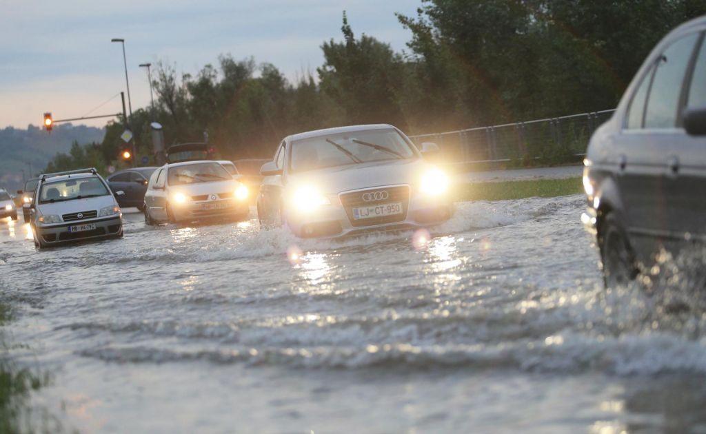 Neurje in poplavljene ulice ohromile promet v Beogradu