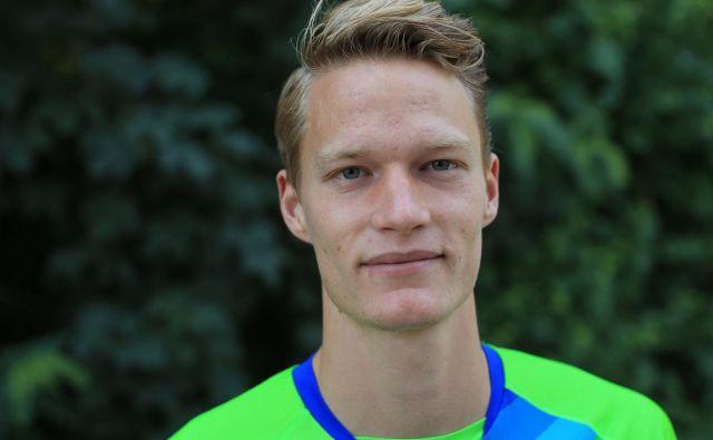 Slovensko štafeto so diskvalificirali zaradi prerivanja pred predajo Luke Janežiča z romunskim tekmecem. FOTO: Tomi Lombar/Delo