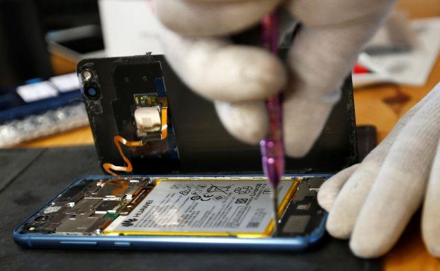 Ameriški proizvajalci čipov menda še vedno prodajajo Huaweiu svoje komponente. Foto: Reuters