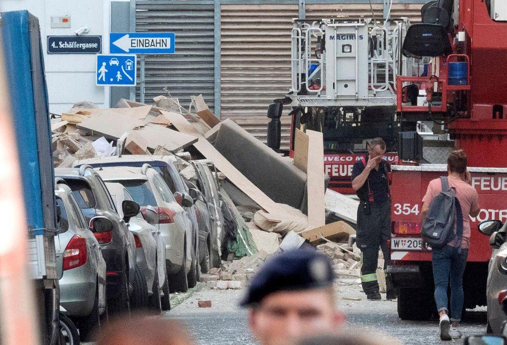 FOTO:Na Dunaju v eksploziji plina poškodovani dve večstanovanjski hiši