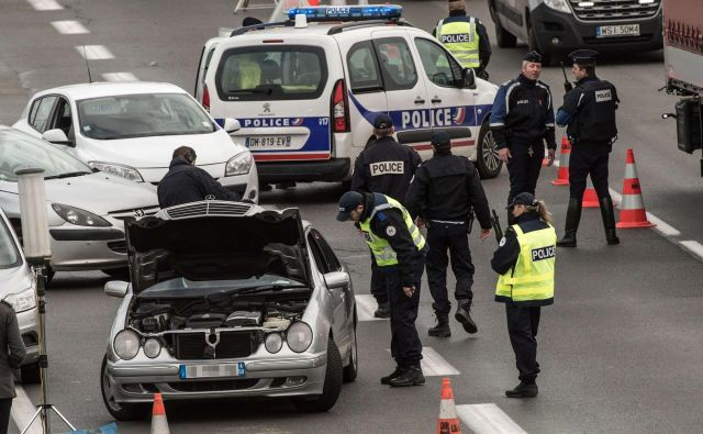 Napadi, v katerih je umrlo 130 ljudi, več kot 350 pa je bilo ranjenih, so globoko pretresli Francijo in ves svet. FOTO: Philippe Huguen/Afp