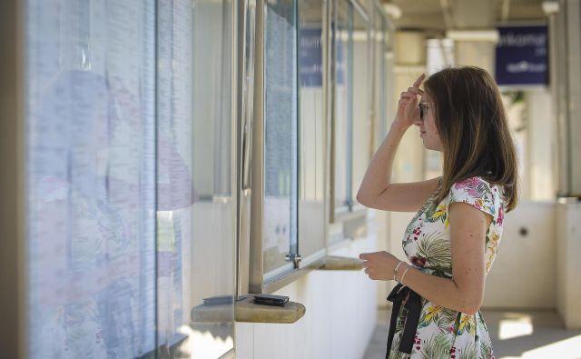 Med 62.170 odraslimi upravičenci do socialne pomoči, sta skoraj dve tretjini mlajši od 50 let. Foto Jože Suhadolnik