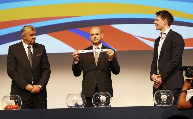 Predsednik tekmovalne komisije Božidar Đurković in norveški vratar Torbjörn Bergerud sta določila usodo Slovenije. FOTO: EHF/Eva Manhart Diener
