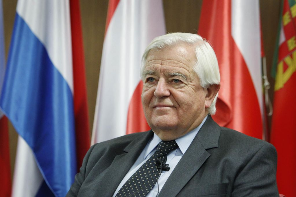 Komu v Ljubljani koristi ovadba v Beogradu