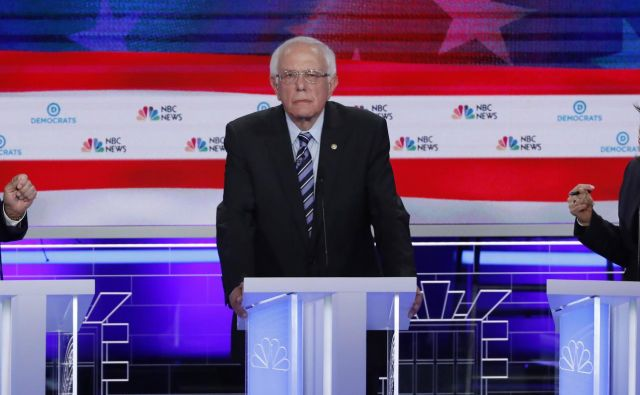 Joe Biden, Kamala Harris in Bernie Sanders med demokratsko debato. FOTO:Mike Segar/Reuters