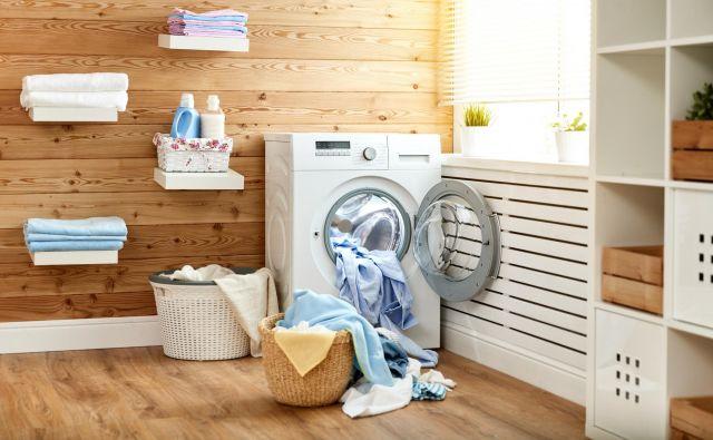Slavna ameriška gospodinja Martha Stewart pravi, da mokro perilo v stroju lahko brez težav pustimo čez noč. FOTO: Shutterstock