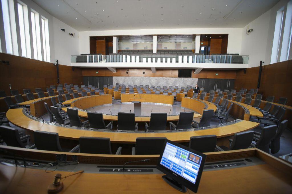 Poslanci preložili obravnavo zakona o bančnih razlastitvah