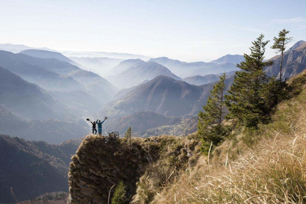 Slovenska popevka v objemu gora – poletna noč na Soriški planini