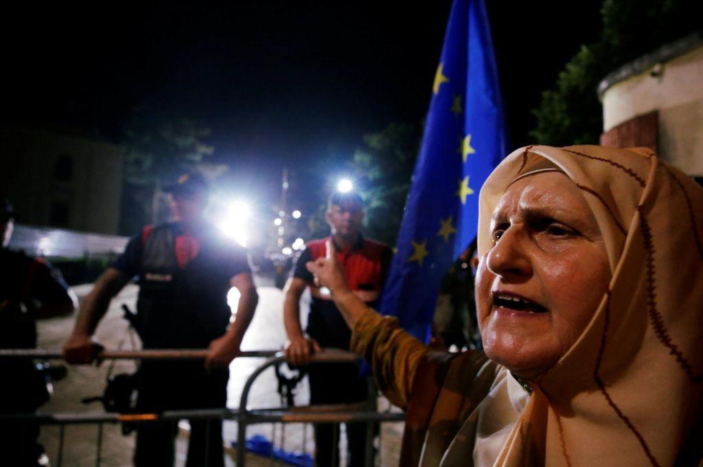 Albanija ne najde izhoda iz globoke politične krize
