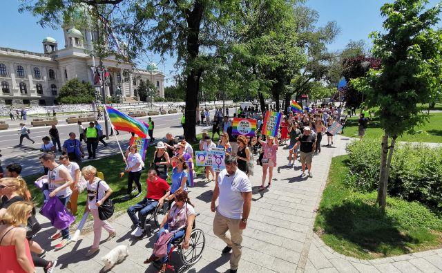 Na paradi ponosa Srbije v Beogradu je bilo letos bolj malo udeležencev in nič radovednežev. Foto Milena Zupanič
