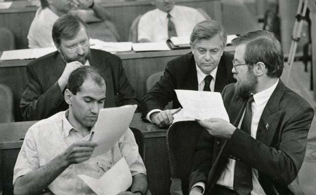 Seja slovenskega parlamenta 11.7.1991. Na sliki Janez Janša, Dimitrij Rupel, Milan Kučan in Lojze Peterle. FOTO: Igor Modic