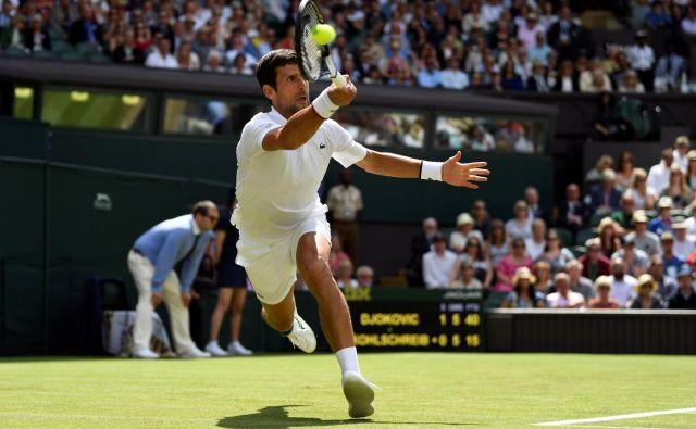 Branilec naslova Novak Đoković je Wimbledon začel z zanesljivo zmago, prvič pa je v njegovi ekipi sedel Goran Ivanišević. FOTO: Reuters