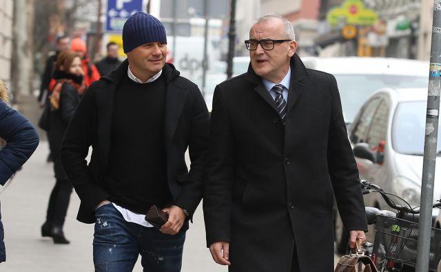 Dragan Tošić s svojim zagovornikom Janezom Koščakom pred razglasitvijo sodbe marca lani. FOTO: Jože Suhadolnik