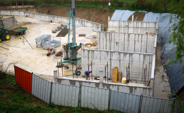 Tudi objekt na parcelni številki 919/1 k. o. Vodice je zgrajen brez gradbenega dovoljenja. FOTO: Bojan Rajšek/Delo