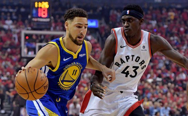 Klay Thompson bo zaradi strganih križnih vezi izpustil skoraj celo prihajajočo sezono, kljub temu pa so mu pri Golden Statu ponudili najvišjo možno pogodbo. FOTO: Reuters