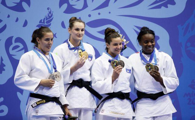 Klara Apotekar (druga z leve) si je z naslovom evropske prvakinje poplačala ves trud. FOTO: Reuters