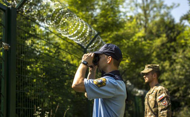 Morebitna ograja bi ločila slovensko narodnostno skupnost ob slovensko-italijanski meji. Foto Voranc Vogel/Delo