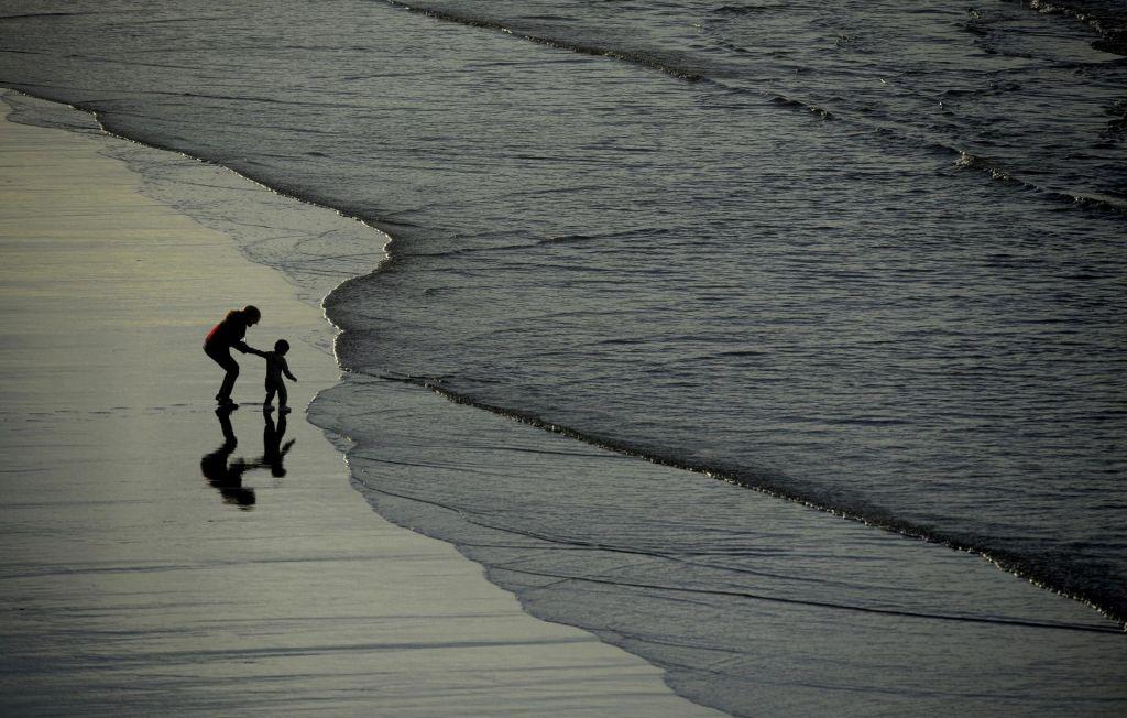 Zasanjano zaziranje skozi okno – proti morju