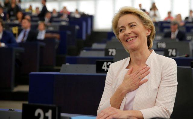 Ursula von der Leyen »je konservativna in moderna, disciplinirana in nepredvidljiva, svetovljanska in vezana na dom«. Tako sta v izjemni biografiji <em>Operacija Röschen – sistem von der Leyen</em> zapisala časnikarja tednika <em>Die Zeit </em> Elisabeth Niejahr in Peter Dausend FOTO: Reuters