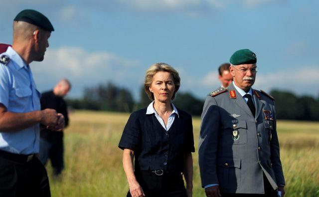 Političarka iz nemške CDU <strong>Ursula von der Leyen </strong>je od leta 2005 v različnih vladah kanclerke <strong>Angele Merkel</strong>. Po izobrazbi je zdravnica, je mati sedmih otrok. FOTO: Leon Kuegeler/Reuters