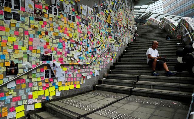 Nasilje v Hongkongu je izraz obupne potrebe po tem, da se nekaj spremeni. FOTO: Jorge Silva/Reuters