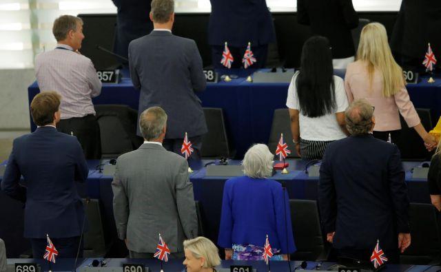 Ob začetku današnje seje je 29 poslancev iz stranke Brexit britanskega evroskeptika Nigela Faragea obrnilo hrbet evropski himni oziroma so se obrnili stran od izvajalcev Beethovnove Ode radosti.Foto: Vincent Kessler/Reuters