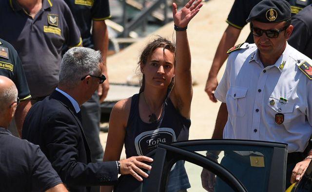 V Sea Watchu so prepričani, da je mednarodno pravo na njihovi strani in da zakon krši Mateo Salvini. FOTO: Reuters