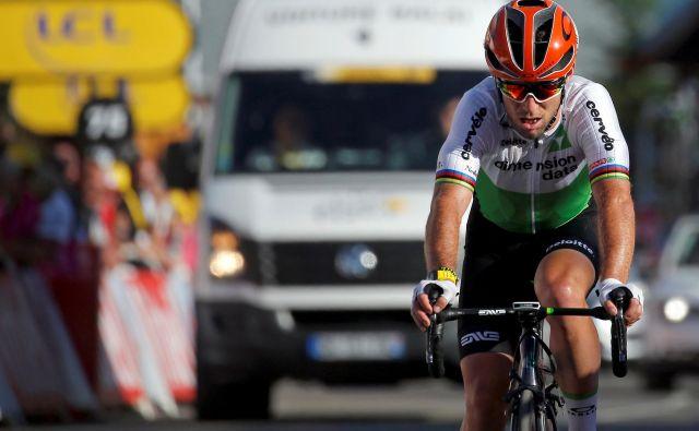 Mark Cavendish ima v zadnjih sezonah veliko težav, kljub temu pa ostaja eden najbolj priljubljenih kolesarjev med navijači. FOTO: Reuters