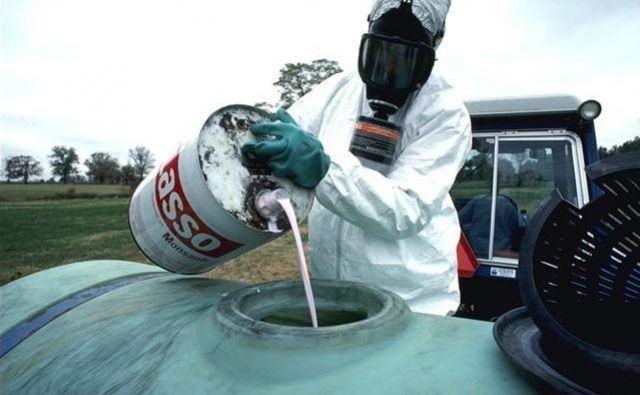 Evropska komisija je kljub državljanski pobudi za prepoved glifosata decembra 2017 sprejela petletno podaljšanje dovoljenja za ta herbicid. FOTO: Wikipedia