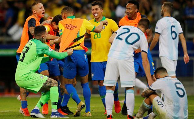 Navijači so se oddahnili, v nedeljskem finalu na Maracani bodo igrali Brazilci. FOTO: Reuters
