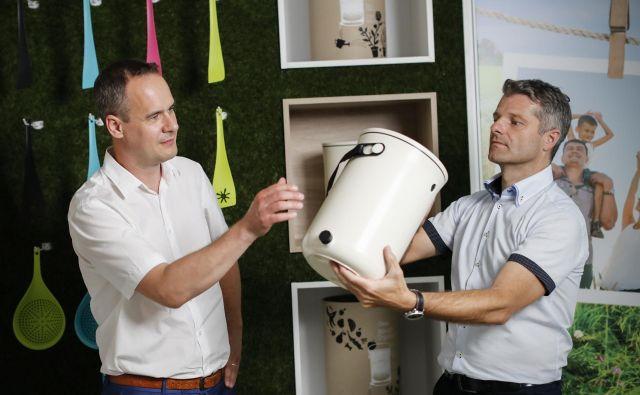 Bart Stegeman (levo) in Robert Agnič poudarjata trajnostno naravnanost podjetja.