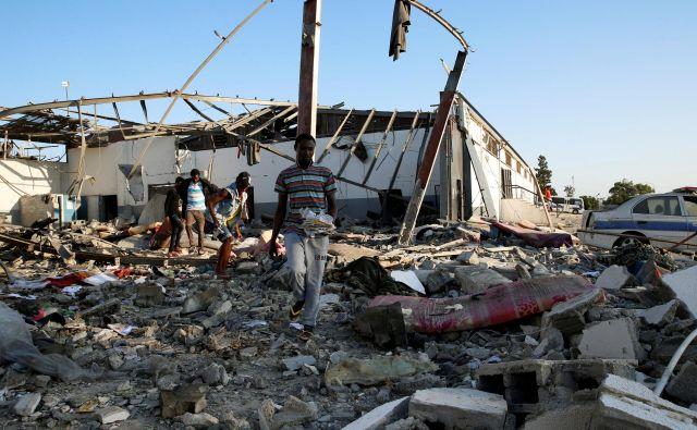 Podobe in pričevanja, ki prihajajo s kraja dogodka, so srhljiva. FOTO: Ismail Zetouni Reuters