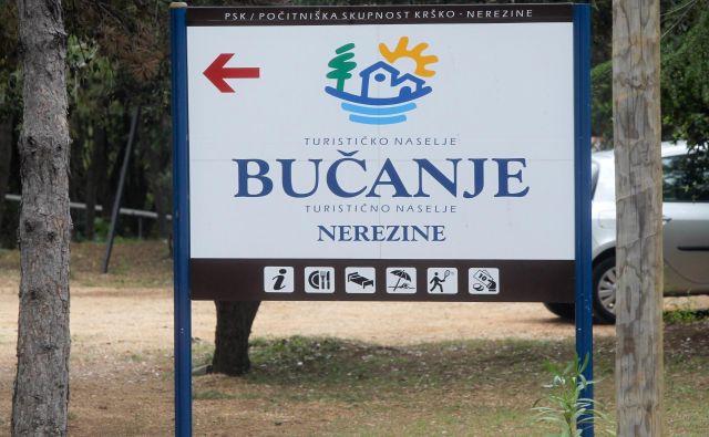 Nekateri lastniki stanovanj v počitniškem naselju Bučanje pri Nerezinah so zahtevali škropljenje proti komarjem. Foto Marko Feist