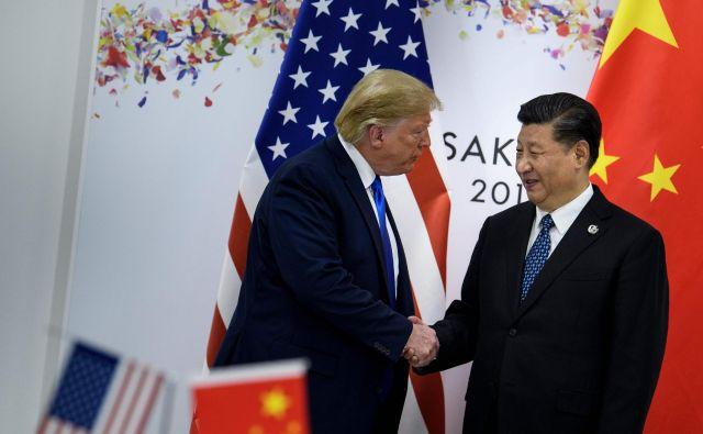 Po dogovoru Donalda Trumpa s Xi Jinpingom se opazovalci praskajo po glavi: gre za resnični napredek ali samo za taktični umik ameriškega predsednika dobro leto pred volitvami? FOTO: AFP